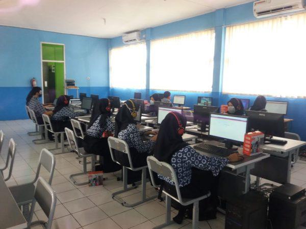 Pelaksanaan Sertifikasi Internasional  Kemampuan Bahasa Inggris TOEIC 2021 di SMK NEGERI 1 CILEUNGSI Dukungan Direktorat SMK Guna Mendorong Mutu dan Daya Saing Siswa SMK Pada Masa Pandemi Covid-19